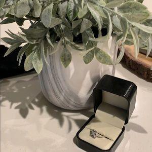 Jewelry - Diamond ring